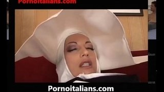 NUN-ITALIAN-THREESOME---Suore-italiane-in-calore---suora-italy