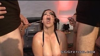 Horny-sluts-gets-cumshots-in-the-mouths