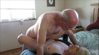 Old-Couple-Hooks-Up-Online-For-Sex