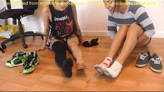 Punk-Show-Tiny-Foot-Slave-Giantess-SFX---Giantess-SFX-Humiliation.MP4