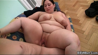 Deep-pussy-therapy-for-big-belly-plumper