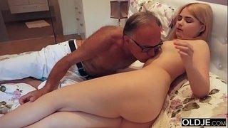 18-yo-girl-kissing-and-fucks-her-step-dad-in-his-bedroom