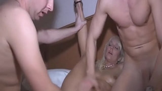 Threesome-Entire-Hand-into-Big-Pussy-and-Explode-Cumshot-into-Month---chatscams.com