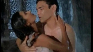 Deepti-Bhatnagar-boobs---nipple-show-in-wet-song