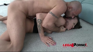 Glamour-bitch-Verona-1st-time-4on1-DP-turns-her-to-Sex-maniac