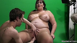 He-licking-her-fat-pussy-before-cock-riding