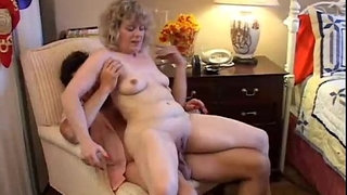 Sexy-mature-amateur-loves-to-fuck