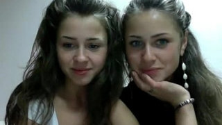 Erotic-Show-Polish-Teenagers-Twins-(dziewczynka17-on-the-showup)