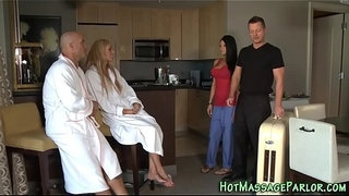 Masseuse-facialized-4some